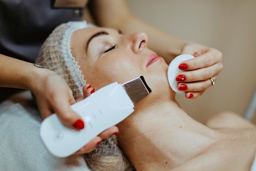 galeria Podstawowy zabieg oczyszczania twarzy z peelingiem kawitacyjnym