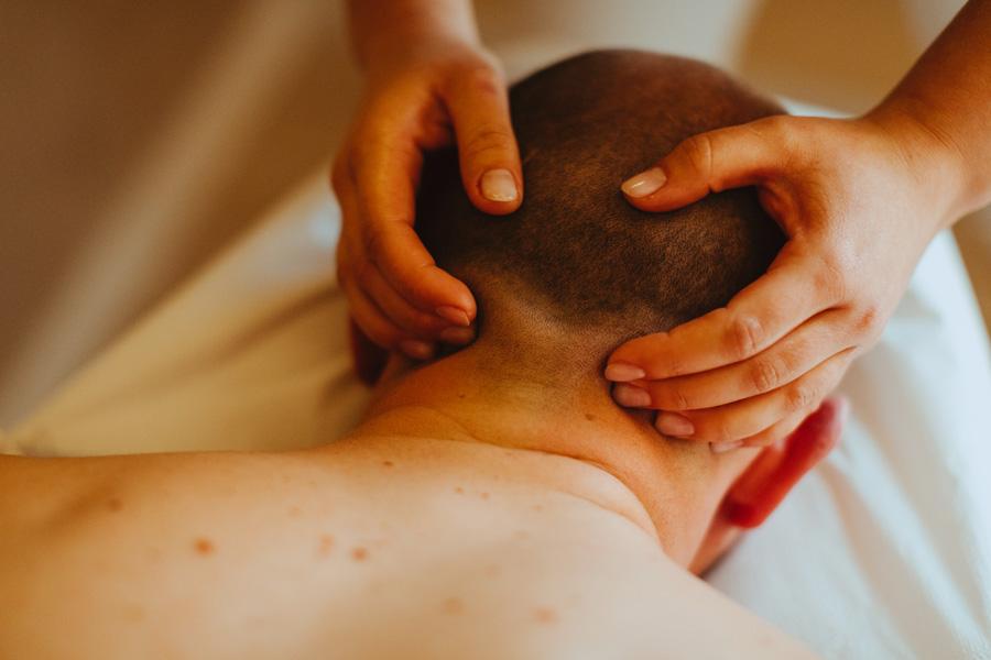 galeria Terapeutyczny masaż karku dla mężczyzn